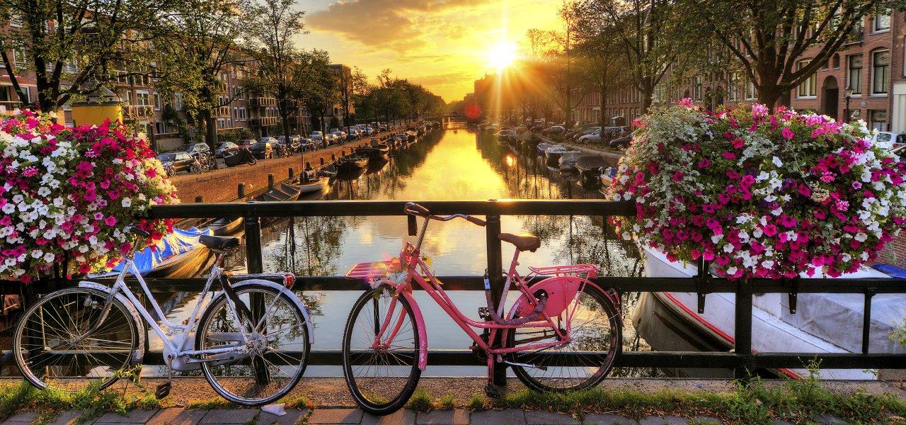 BICI-fietsen-grachten-hotels-amsterdam